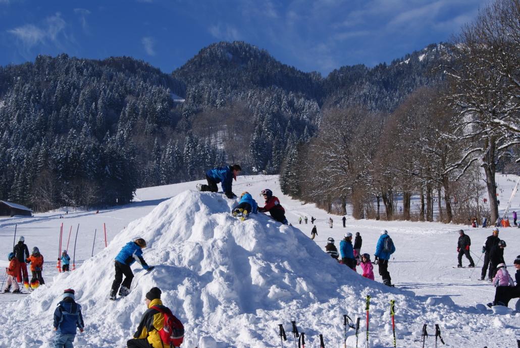 Ein Schneehaufen: Für die Kinder das Höchste