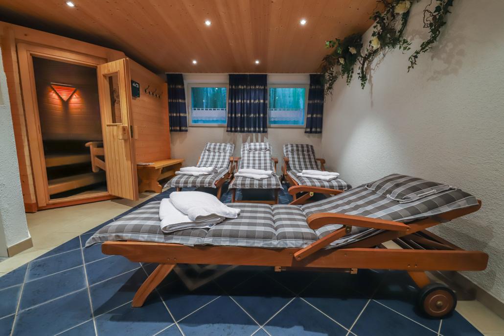 Hauseigene Sauna mit Ruheliegen