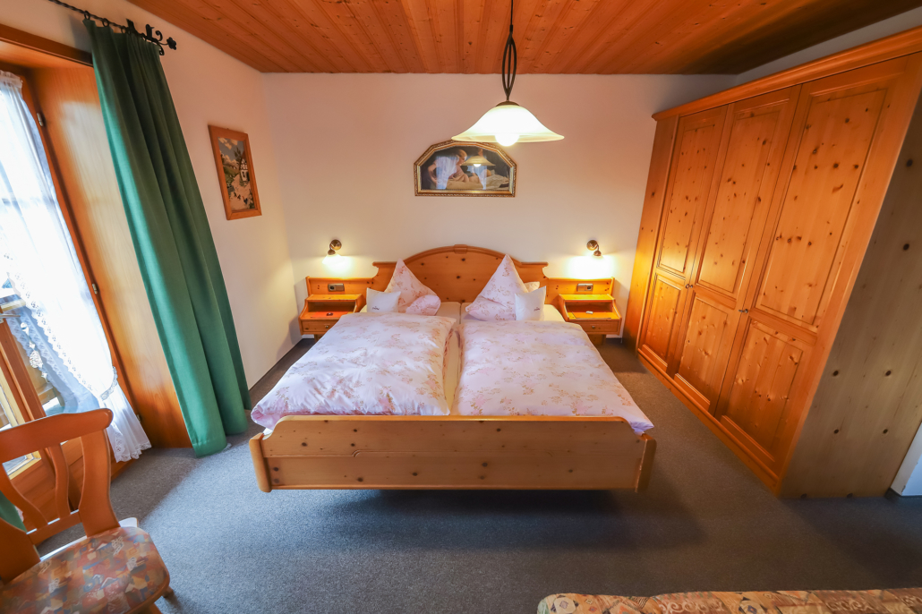 Doppelbett im Gästezimmer 4