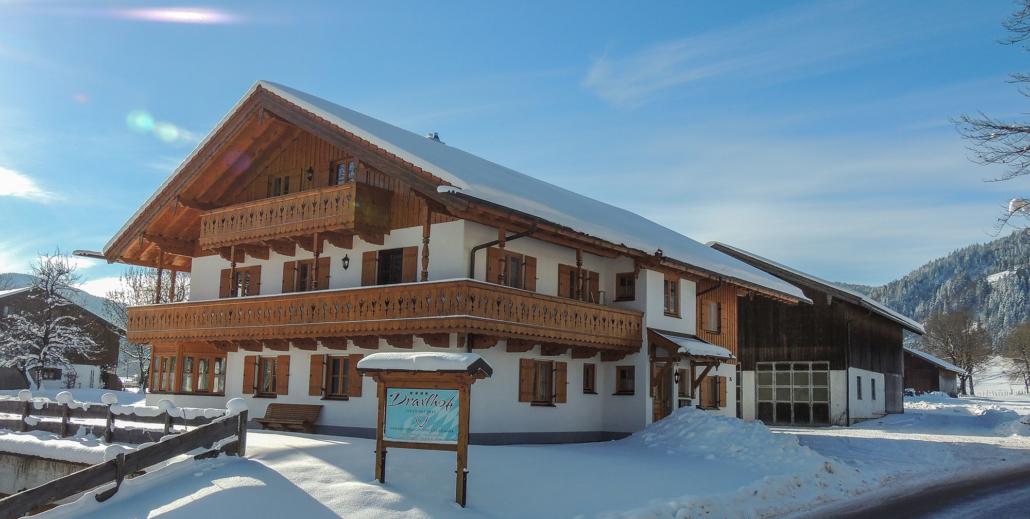 Winteransicht Nebenhaus von Osten